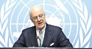 UN Syria envoy Staffan De Mistura (C) looks on at the United Nations Offices on January 25, 2016 in Geneva during a press conference on efforts to restart peace talks. The negotiations had been scheduled to open on January 25, but disputes between Damascus and the opposition over the make up of the delegations have raised the prospect of a delay. / AFP / FABRICE COFFRINI
