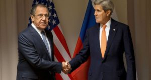 U.S. Secretary of State John Kerry shakes hands with Russian Foreign Minister Sergey Lavrov before their meeting on Syria, in Zurich, Switzerland, January 20, 2016.  REUTERS/Jacquelyn Martin/Pool