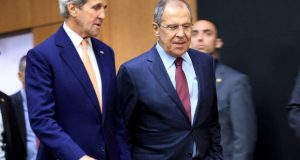 U.S. Secretary of State John Kerry (L) and Russian Foreign Minister Sergei Lavrov arrives for a news conference after a meeting on Syria in Geneva, Switzerland, August 26, 2016. REUTERS/Pierre Albouy